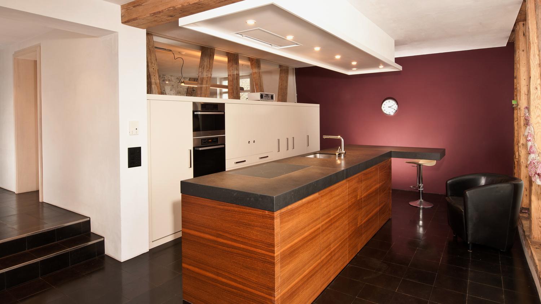 Moderne Küche in der Scheune - alt trifft neu - Koch für`s Leben